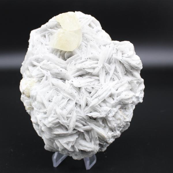 Yellow calcite crystals on white barite